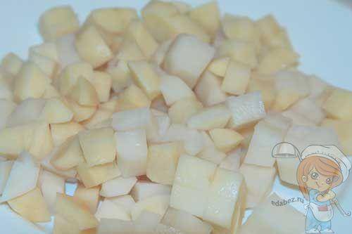 Режем картофель кубиками