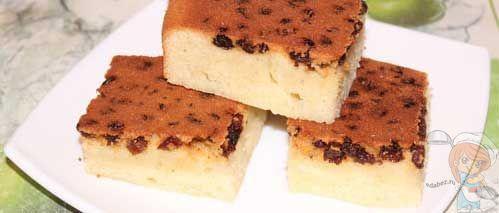 Манный пирог без муки с изюмом