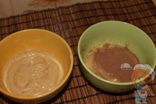 Разделяем на две части и добавляем какао в одну из них