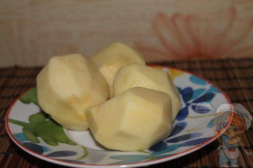 чищенные картофелины