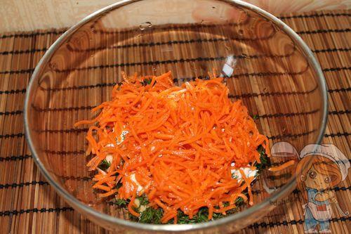 Выкладываем корейскую морковку