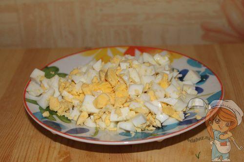 Крошим яйца