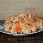 Салат с копченой колбасой без сыра