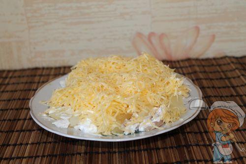 Третьим выкладываем сыр