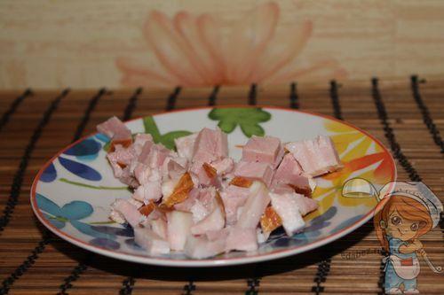 Кусочки мяса кубиками