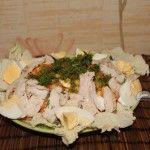 Салат без сыра с жареной курицей