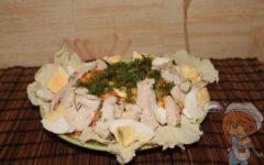 Блюдо с жареной курицей