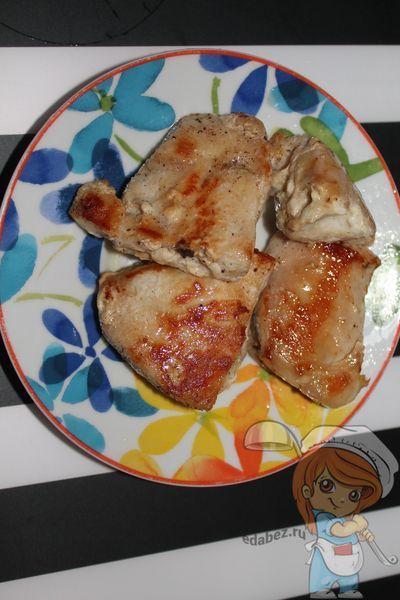 Обжариваем мясо курицы