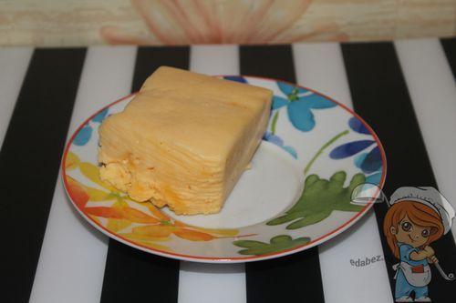 Отрезаем кусок сыра