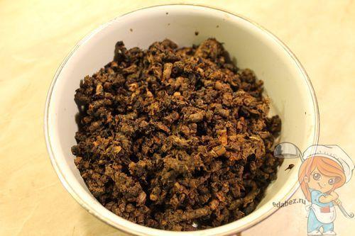 измельчаем грибы через мясорубку