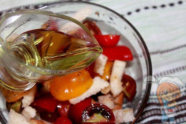 Поливаем оливковым маслом