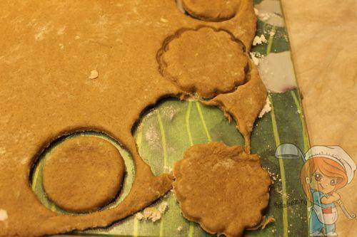 Вырезаем заготовки печенья