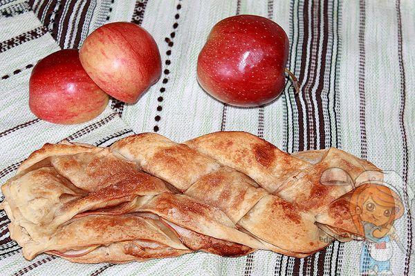 косичка с яблоками