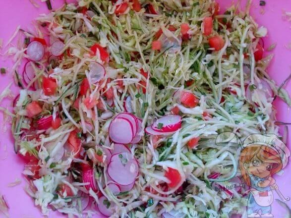 Соединяем салат