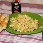 рис с яйцом и крабовыми палочками
