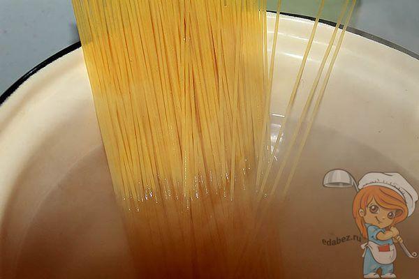 Спагетти в воде