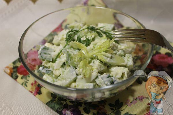 Салат с авокадо и огурцами
