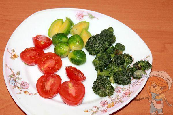 Подготавливаем капусту и томаты