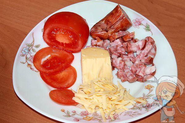 Томаты, сыр, колбаса