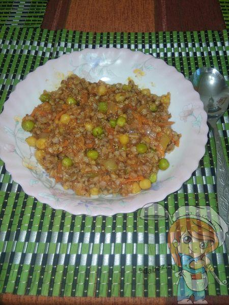 Гречневая каша с овощами