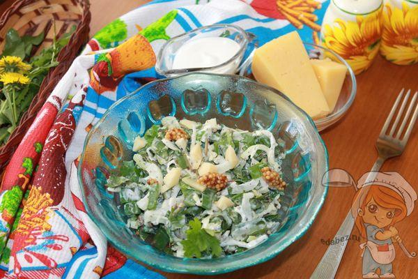Весенний салат из листьев одуванчика