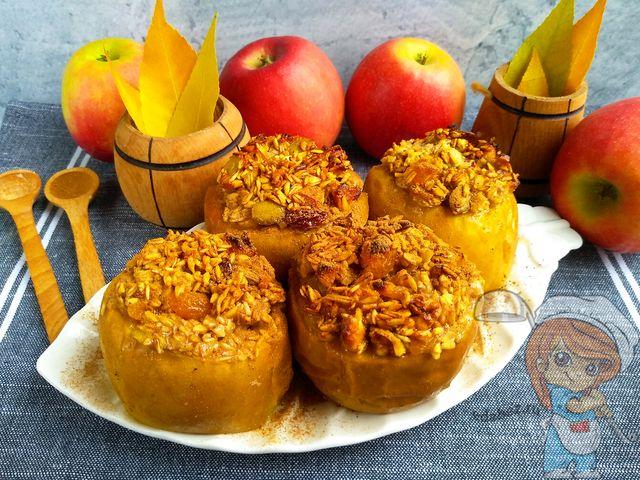 Как запечь яблоки в духовке целиком