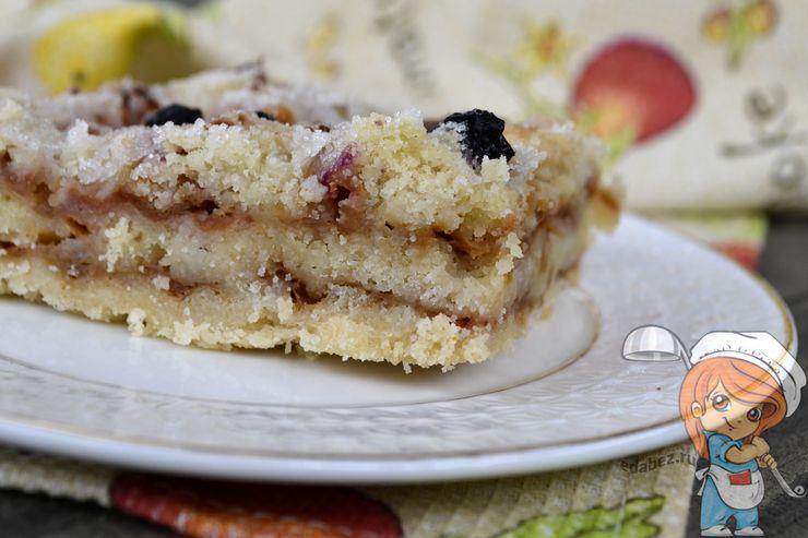 Насыпной пирог из яблок и манки