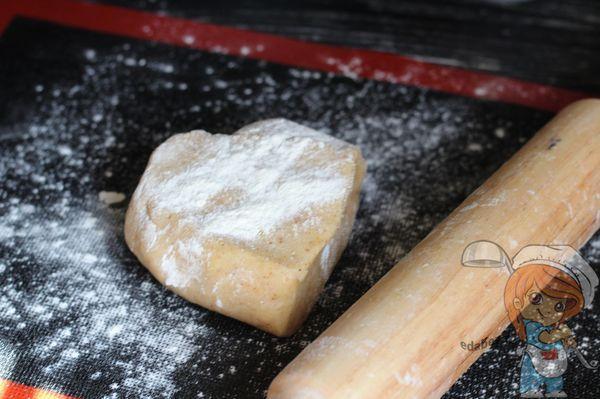 Тесто на коврике