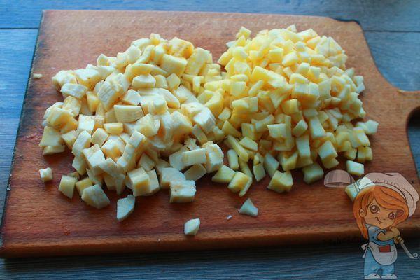 Бананы и яблоки кубиками