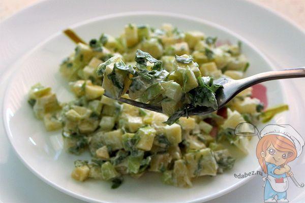 салат из сельдерея и ананасов