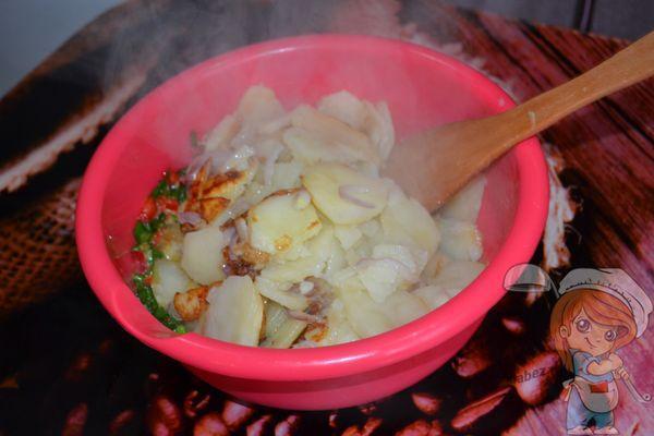 Смешиваем картофель с яйцом