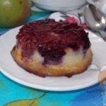 Творожный пудинг с манкой, ягодами и яблоком