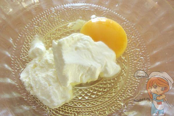 Яйцо и сметана
