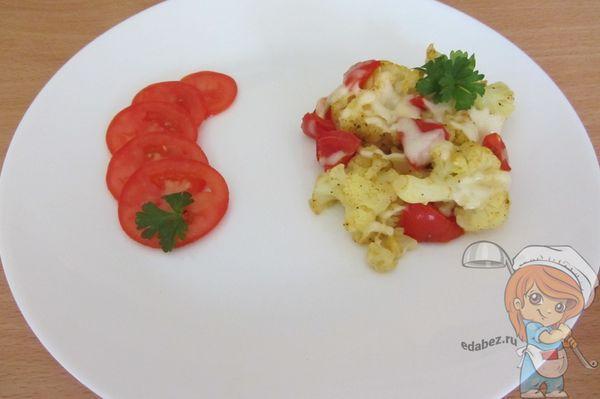 Блюдо из цветной капусты и томатов