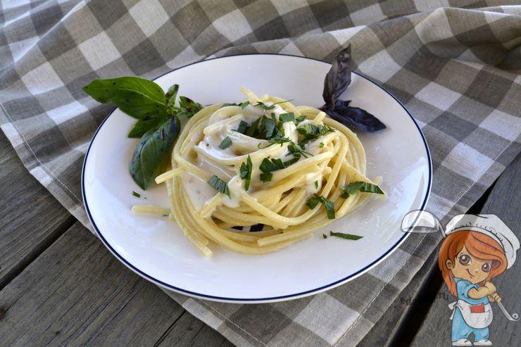 Спагетти в сливочном соусе с сыром