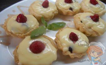 Ягодный десерт - корзинки с заварным кремом