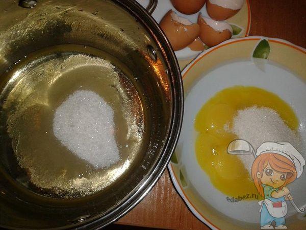 Белки и желтки с сахаром