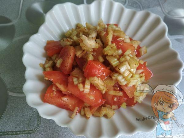 салат из помидоров и сельдерея