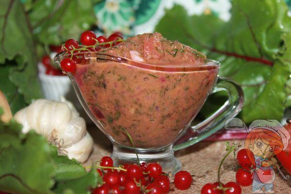 ароматный соус из ботвы и смородины