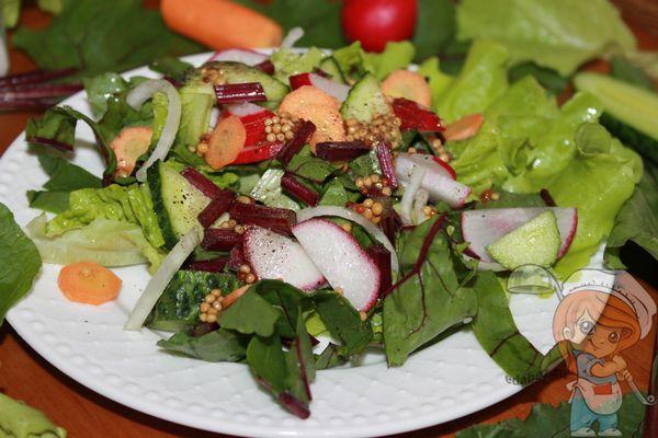 Салат из молодных листьев свеклы