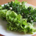 Рулеты из листьев салата