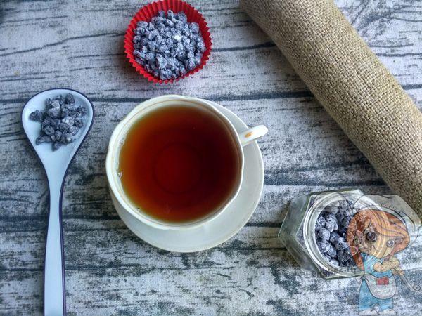 Чашка чая с сухим вареньем