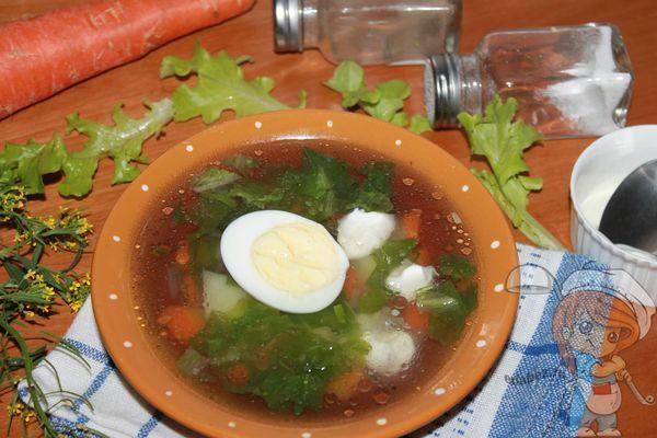 Суп с листьями салата