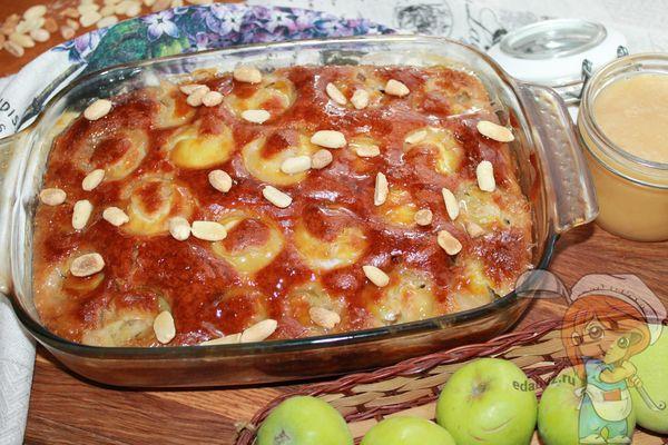 Медовый пирог с яблоками на Спас