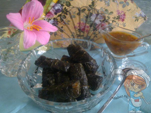овощная долма с соусом из алычи