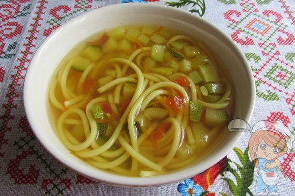 Суп с кабачками понравится даже ребенку