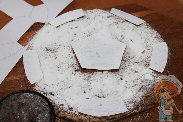 Посыпаем сахарной пудрой