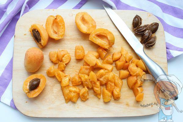 Измельчаем абрикосы