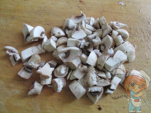 Нарезаем грибы