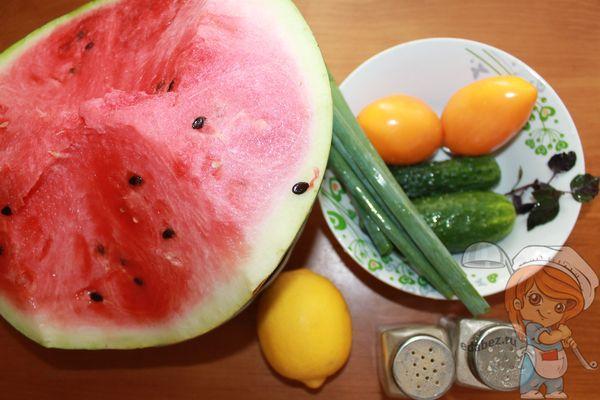 Ингредиенты для летнего холодного супа